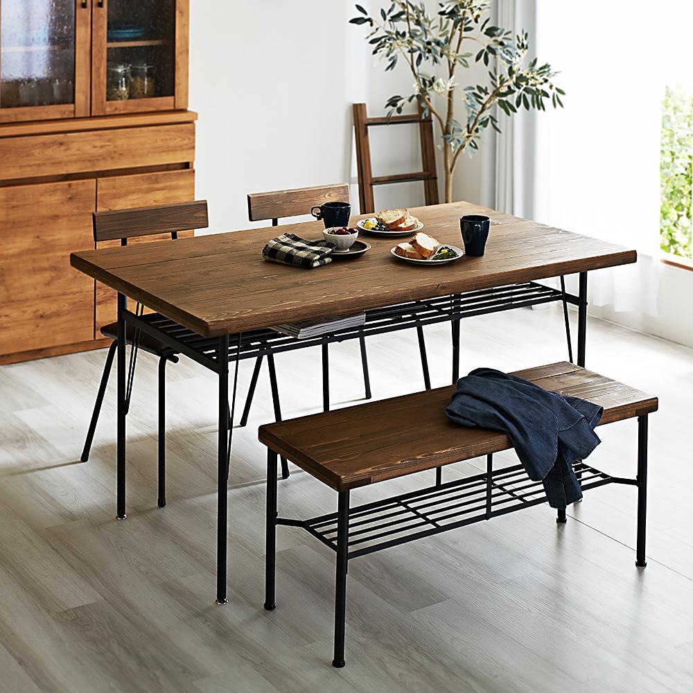 ヴィンテージスタイルのカフェス風ダイニングテーブル