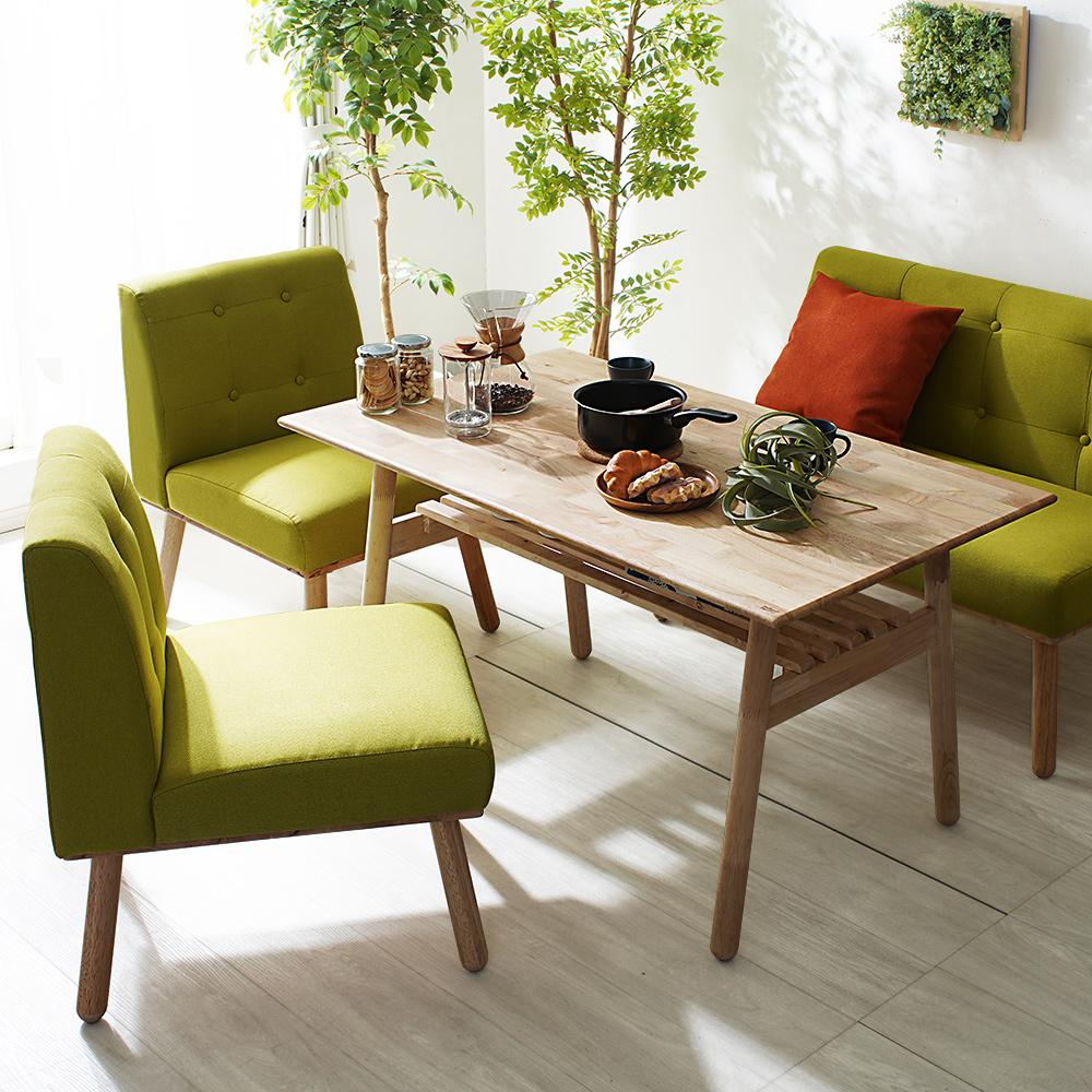 優しい空間を演出する、天然木のテーブル&ソファ